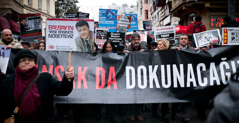 A call for solidarity with detained Turkish journalists Ahmet Sik and Nedim Sener was held on Istanbul´s Istiklal street on March 3rd.